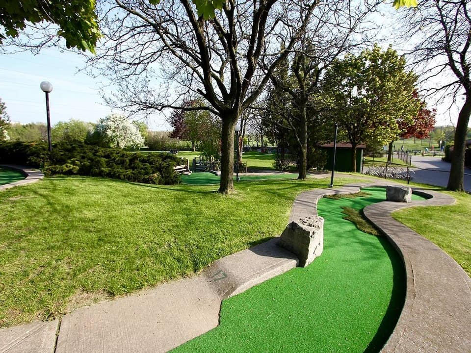 Minigolf fairways in Centennial Park Golf Centre