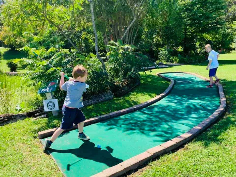 Kids are playing mini golf in Stan's Driving Range & Miniature Golf